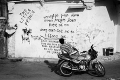 [ the babel's wall ] ([ chang ]) Tags: street people bw india white black muro blanco wall person walk negro bn moto udaipur scritte   bhrat