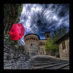 Corciano, Umbria (R.o.b.e.r.t.o.) Tags: italy rain umbrella italia pg roberto pioggia umbria ombrello corciano borghipiùbelliditalia nikond700 hdr7raw