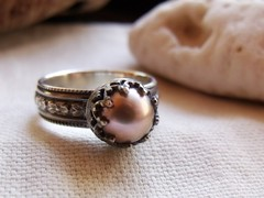 Crown Pearl Ring (julylamoon) Tags: flowers floral etsy sterlingsilver mauvepearl prometheandesign patternwireband