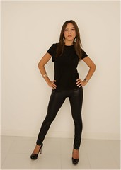 Simone (Requiescence) Tags: model simone girlinblack blackleggings