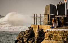 A moment shared.. (e0nn) Tags: ocean lighthouse waves pentax harbour sigma swell steev wollongong lightroom nikfilters steveselby steveselbyphotography pentaxk3 sigma50500apohsm