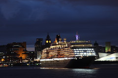 Three Queens historic event. (N-woods) Tags: night cunard threequeens rivermersey