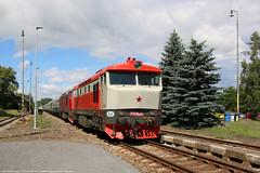 T 478.1010 (751 010-0) + T 478.1215 (749 253-1) (NovakMice) Tags: vlak vlaky train trains t4781010 7510100 t4781215 7492531 kd r10040 eskkamenice kcdoprava vuz railways czech esko eskrepublika t4781