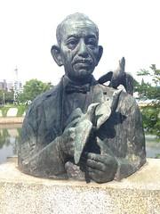 Peace stutues, Hiroshima (ijiwaru jimbo) Tags: atomicbomb abombdome