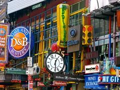 Hilton Times Square (Eric Demarcq) Tags: nyc usa ny newyork colors america canon us applebees view manhattan powershot timessquare gothamist bigapple nygift moneyexchange g9 ericdemarcq
