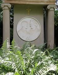 Couple (:Linda:) Tags: fern germany town couple husband jena thuringia gravestone wife column farn sule ehepaar vonhase manmadeofstone