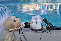 Relaxing by the pool (JpulidoXP) Tags: flower fur dress