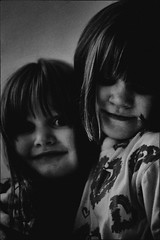 (sommerpfuetze) Tags: girls 2 portrait people bw white black love girl childhood sisters children mono gesicht child grain kinder kind moment schwestern lili liebe mdchen yara halten