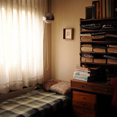 (Valeria Heine) Tags: light home square bed library room books albums valeriah valeriaheine