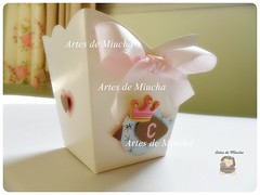 Centro de mesa (Artes de Miucha com papel) Tags: baby paper handmade craft passarinho papel festa menina scrap decorao coroa gril lao aplique lembrancinha cachepo centromesa