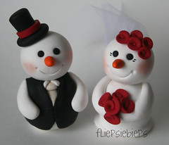 Snowman Wedding Cake Topper (fliepsiebieps_) Tags: winter wedding red orange cats brown white snow elephant cat grey snowman katten kat handmade tabby frosty polymerclay kitties elephants vest caketopper custom klei sneeuwpop sneeuwpoppen olifant bruiloft olifantjes handgemaakt weddingcaketoppers taarttoppers