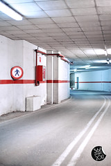 """NO HUMANS"" (""PROHIBIDO HUMANOS"") [310/366] (Domonte Design) Tags: 50mm garage tunnel tunel signal sinal seal garaje garagem cochera tunela cocheira garatge canoneos5dmarkii domonte garahz 366project2012 domonte366project2012"