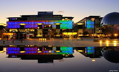 La noche en Bristol (Ferny Carreras) Tags: uk inglaterra light luz water night bristol noche agua colours colores reflect reflejos