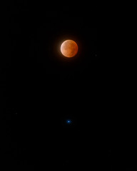 Blood moon and Spica (Wroot Down) Tags: