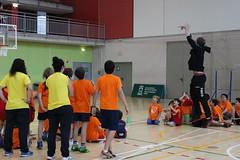 Visita de los jugadores al Party Basket