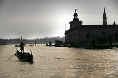 Escenas de Venecia ... (Vctor.M.Chacn) Tags: venice contraluz agua venecia venezia gndolas fz1000 dmcfz1000 vctormchacn