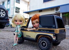 LeMarko Day Trip (Kewty-pie) Tags: travel scale sisters vintage bag toys miniature outfit dolls jeep roadtrip malaysia blythe 16 custom johor tonka pouty dollphotography toyphotography kahang janchan playscale dollno9 littlebluehare pjdolls