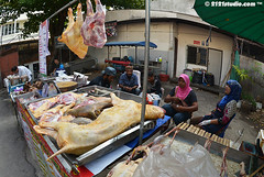 Halal Meat in Chiang Mai (2121studio) Tags: thailand streetphotography foodporn siam streetfood hawkers northernthailand travelphotography amazingthailand exoticfood  travelinthailand masjidhidayatulislambanhaw deliciousfoodinchiangmai halalfoodinthailand halalfoodinchiangmai muslimmarketinchiangmai  makananhalaldithailand  landoftiger landofwhiteelephant thaitourinformation
