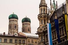 Marienplatz - Munich (Arnaud Gremillon) Tags: gothique glise munich marienplatz cuivre drapeau horloge