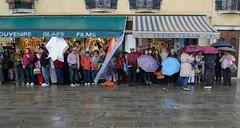 paese d' 'o sole (Zaporogo) Tags: persone venezia pioggia attesa