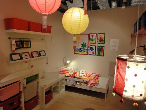 ちょっとシンプル過ぎるイケアの子供部屋と題した写真