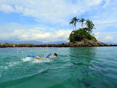 Um pedao do Paraso... (Marcos.mp14) Tags: gua brasil riodejaneiro canon mar natureza felicidade cu angradosreis ilha paraso sx30