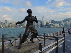 Avenue of Stars @ Hong Kong (stardex) Tags: city sea sky hk building statue skyline hongkong kowloon brucelee x10 avenueofstars arhitecture fujufilm stardex