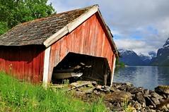 I Opplag (stigkk) Tags: red lake mountains landscape boat scenery scandinavia boathouse bt vestlandet landskap loen lodalen nordfjord rdt naust nikond90 lovatnet nikkor18105mm stigkk norgenorwaynorwegennoruega