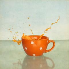 naranja (Azul_Cobalto...Julia) Tags: orange cup milk splash taza naranja