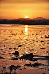 143/366 - Detrs de las montaas (Jairo Galbis ) Tags: sunset sky espaa orange naturaleza mountains nature water colors backlight contraluz landscape atardecer spain
