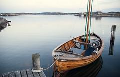 Krossekrr (heddar) Tags: ocean blue light sea summer nature landscape evening boat sweden sverige bt havet vstkusten krossekrr
