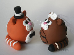 Cat Wedding Cake Toppers (fliepsiebieps_) Tags: winter wedding red orange cats brown white snow elephant cat grey snowman katten kat handmade tabby frosty polymerclay kitties elephants vest caketopper custom klei sneeuwpop sneeuwpoppen olifant bruiloft olifantjes handgemaakt weddingcaketoppers taarttoppers