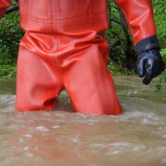 Thor-Bach5909 (Kanalgummi) Tags: rubber gloves worker sewer drysuit kanalarbeiter gummihandschuhe gummianzug égoutier trockenanzug