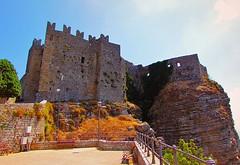 The Castle (Francesco Impellizzeri) Tags: castle canon landscape sicily castello sicilia erice