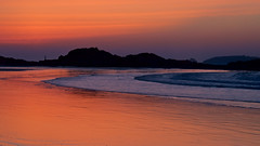 Saint-Malo (Corinne Queme) Tags: sunset red sea mer france reflection beach water clouds landscape rouge brittany rocks eau bretagne reflet sillon nuages paysage plage saintmalo coucherdesoleil rochers maredescendante