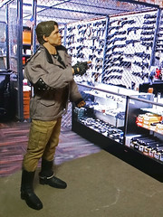 The Terminator goes Shopping (Patman1313) Tags: actionfigure 16 terminator theterminator hottoys 16scale sixthscale 6thscale
