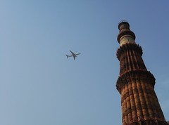 (ujeliyan) Tags: minar qutub delhi sky airplane