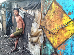 Ulingan, Tondo - Iphone Photography (Mio Cade) Tags: boy portrait girl children kid child smoke philippines documentary experiment manila iphone tondo iphoneograpy