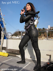 IMG_1064c (mixnuts club) Tags: fetish gun rubber peril wetsuit spygirl