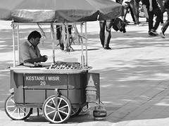 Corn salesman (Maríon) Tags: street travel bw white black turkey nikon istanbul marion reise tyrkia supermarion nesje d7000 marionnesje