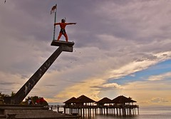 Independence monument, Singaraja, Bali (Sekitar) Tags: sky bali monument indonesia evening independence singaraja utara earthasia