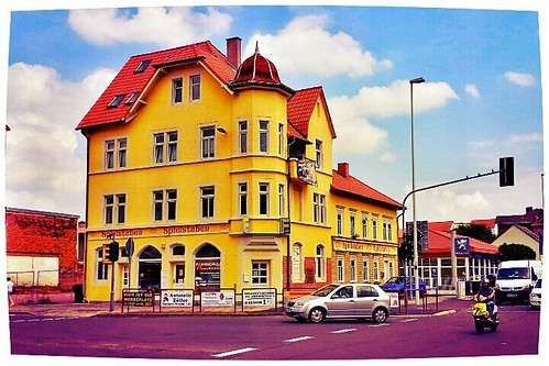 This #nice #yellow #house in the #city o by Lars Gebauer, on Flickr