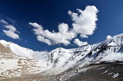 Khardung La, Ladakh, INDIA (Ice Cubes) Tags: india mountains landscape kashmir himalaya leh himalayas jk ladakh nkon jammuandkashmir lehladakh himalayanmountains the4elements