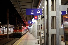 Linz Hauptbahnhof (austrianpsycho) Tags: 2 train linz platform engine eisenbahn railway zug bahnhof hauptbahnhof locomotive sos bahn dach hbf bb lichter 2a bahnsteig lokomotive lok 1142 oebb elok 6327 elektrolok elektrolokomotive linzhbf linzhauptbahnhof 11426327