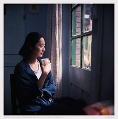 meet in the misty rain (derek*werner) Tags: film girl rollei rolleiflex fuji superia chinese 400 protrait fujifilm tianjin xtra xenotar 28d