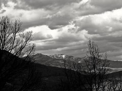 Va a llover (Bonsailara1) Tags: sky blackandwhite espaa mountain blancoynegro landscape spain cloudy paisaje cielo nublado montaa nwn jerte extremadura bonsailara1