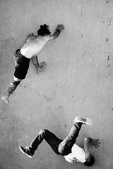 Spider-training (monsieur ours) Tags: street rue capoeira marseille france bw nb spiderman