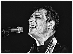 Jamie Hince / The Kills (Scottspy) Tags: people blackandwhite musicians faces singer indie gigs closeups guitarist scottspy jamiehince flickrandroidapp:filter=none ashandicetour