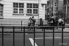 Salida (Natalia Lozano) Tags: street school london children uniform nios mothers colegio londres scholars londra uniforme madres