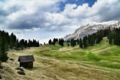 Pltzwiese (phozuppel) Tags: sony htte wiese wolken berge alpen wandern sdtirol dolomiten hochalm pltzwiese pragserdolomiten alpha6000